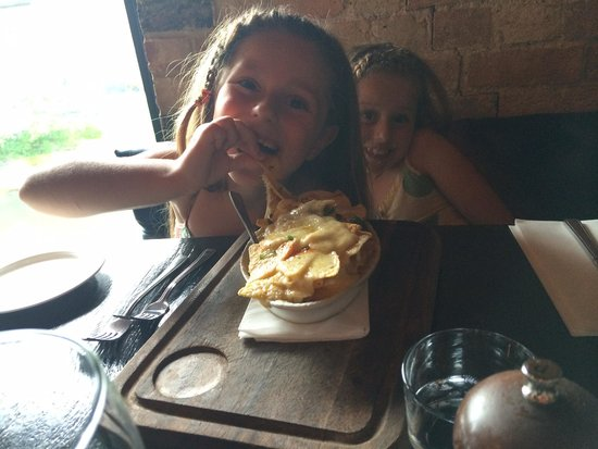 River Bar Steakhouse & Grill: My girls enjoying their nacho starter
