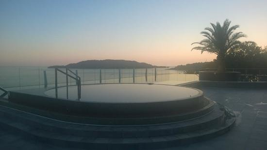 Queen of Montenegro : sunset over the pool