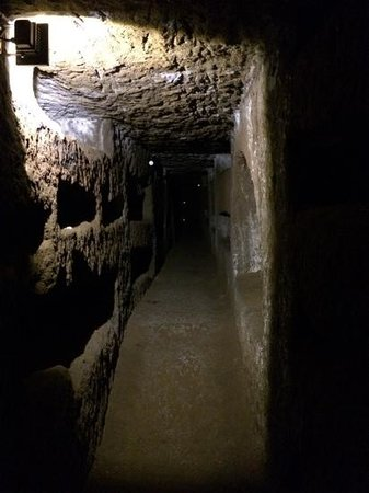 Italy Hotline Custom and Gourmet Tours: Exploring the catacombs outside Rome, thrilling!