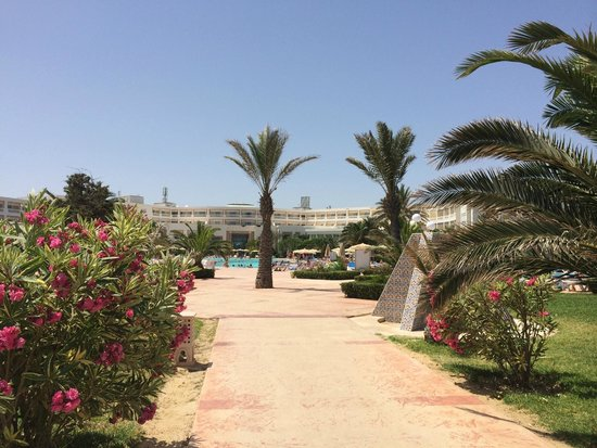 Vincci Marillia: VIEW OF HTOEL FROM BEACH