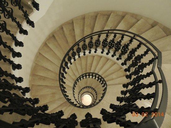 Hotel Garibaldi : majestuosa escalera en caracol del hotel