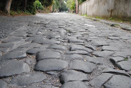 Italy Hotline Custom and Gourmet Tours: Escaping the crowds of Rome along the ancient Appian Way.