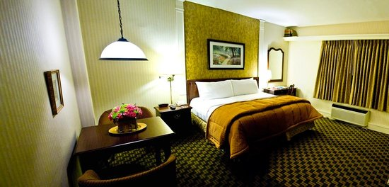 Grand Summit Hotel: Main House Guestroom
