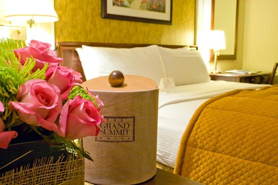 Grand Summit Hotel: Main House Guestroom 2