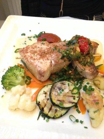 La Cuiller à Pot : Main course > Fresh tuna & merlin