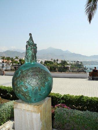 Balcón de Europa: Denkmal für die Entdecker der Tropfsteinhöhle