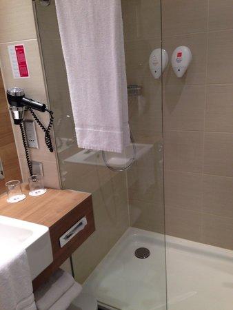 RAMADA Hotel Berlin Alexanderplatz: Bathroom