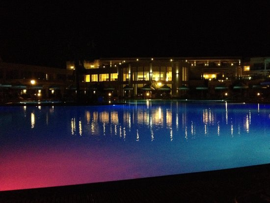SENTIDO Apollo Blue: Grosszügiger Pool by night