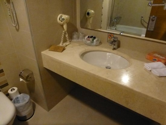 Best Western Plus The President Hotel: Modern Bathroom