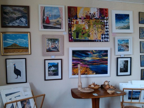 Dirleton Gallery: Paintings for sale upstairs in the gallery