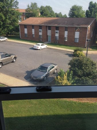 BEST WESTERN PLUS Inn at Hunt Ridge: View out of our window - looks like apartment complex