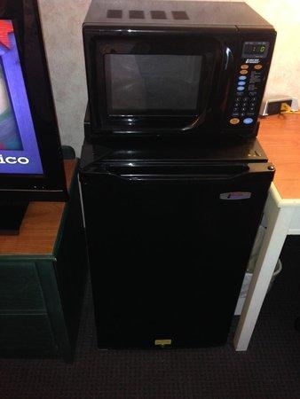 Best Western Plus Inn at Hunt Ridge: Microwave and fridge in our room