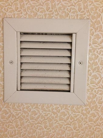 Best Western Plus Inn at Hunt Ridge : Vent was pretty dirty, but not a deal breaker. Rest of room was good.