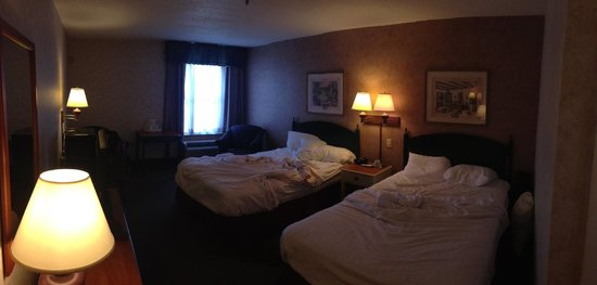 BEST WESTERN PLUS Inn at Hunt Ridge: View of our room (sorry I didn't take it before we slept in it)