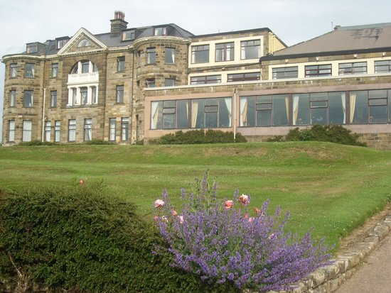Raven Hall Hotel: Hotel grounds