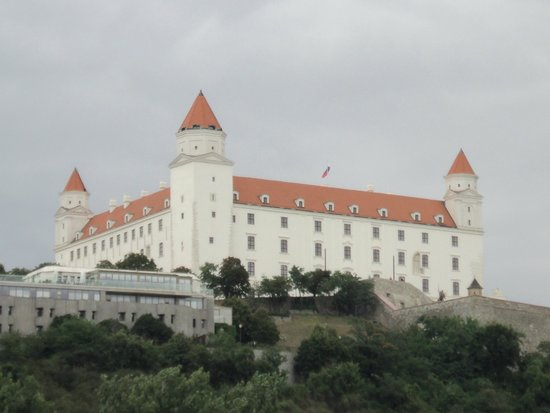 Twin City Liner: Bratislava castle from the river