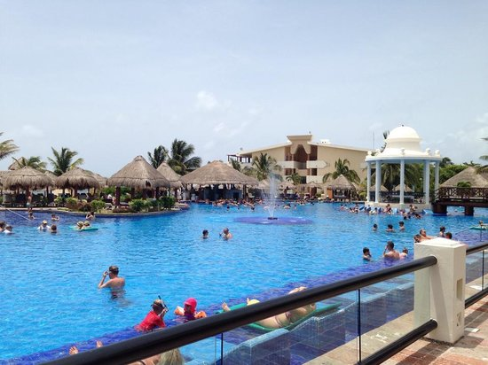 Now Sapphire Riviera Cancun: Main pool