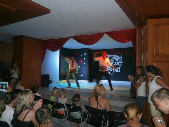 Mitsis Serita Beach Hotel: Show time