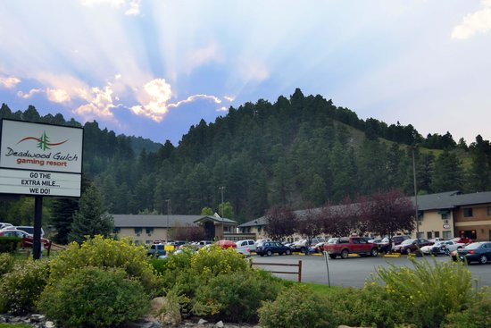 Deadwood Gulch Gaming Resort : Beautiful Black Hills Setting
