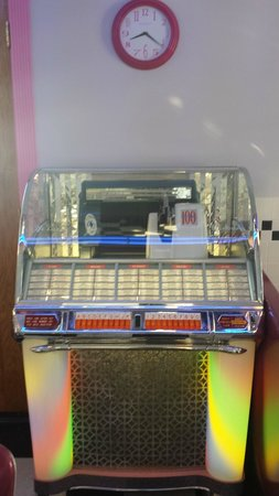 Summer Nites Bed & Breakfast: Juke box