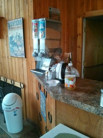 Knights Inn Pendleton : Continental breakfast