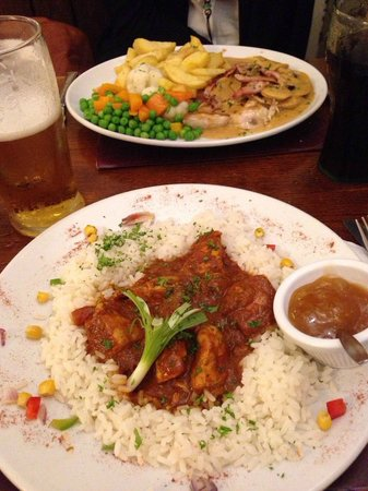 The Castle Inn : Mains: chicken curry and a grilled chicken with a cream mushroom sauce, chips and vegetables
