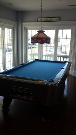 Summer Nites Bed & Breakfast: Pool table