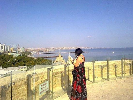 Baku, Azerbaijan: сверху удобно намечать планы на следующие достопримечательности)