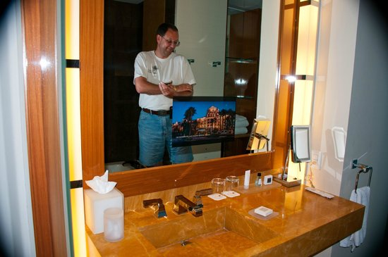 JW Marriott Marquis Miami : TV built into the bathroom mirror!