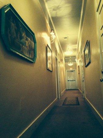 Hotel DeFuniak: Hallway