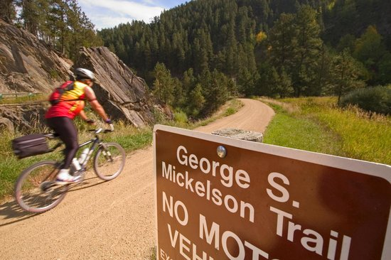 Deadwood Gulch Resort: Located on the Mickelson Trail