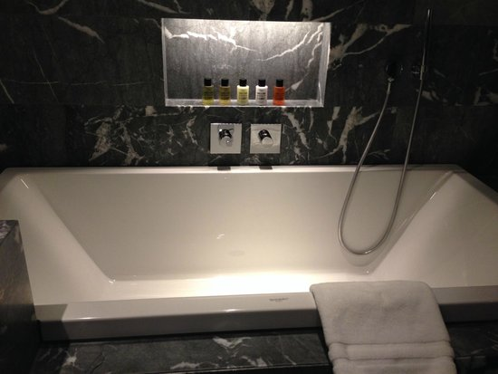 South Place Hotel: Bathtub