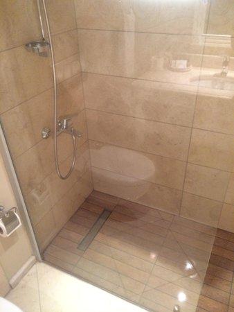 Hotel Carina: Banheiro