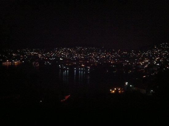 Casa Cuitlateca: Night view from pool