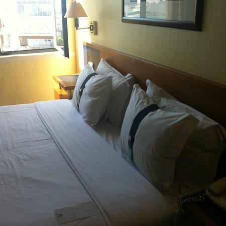 Holiday Inn Lisbon: Quarto confortável