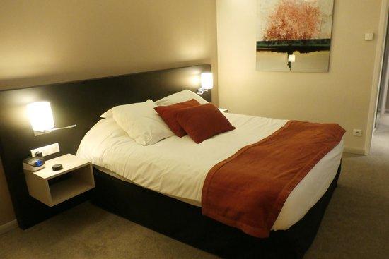 BEST WESTERN PLUS Hotel Metz : beautfull big king size beds