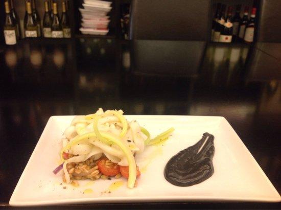 Zaporea Smart Gourmet: Veramente un ottimo ristorante sia per fare l'aperitivo che per una cena. Squisita l'accoglienza