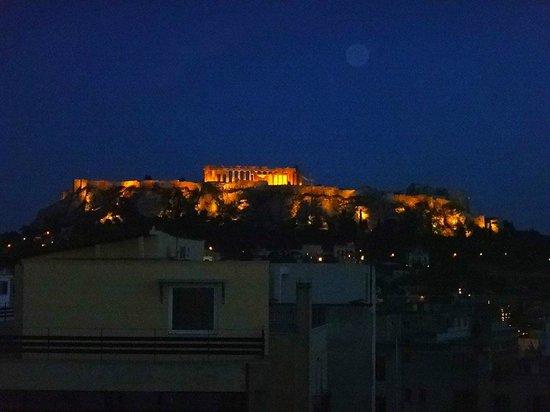 Attalos Hotel: acropolis at night