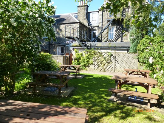 Traquair Arms Hotel: Traquir Arms beer garden