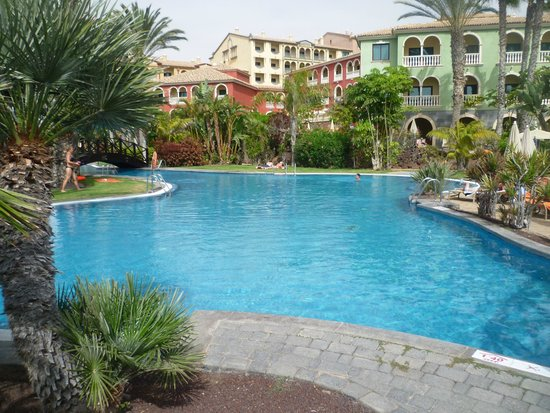 R2 Rio Calma Hotel & Spa & Conference: pool area morning time