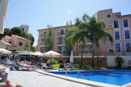 Hotel Isla Mallorca & Spa : area by the pool