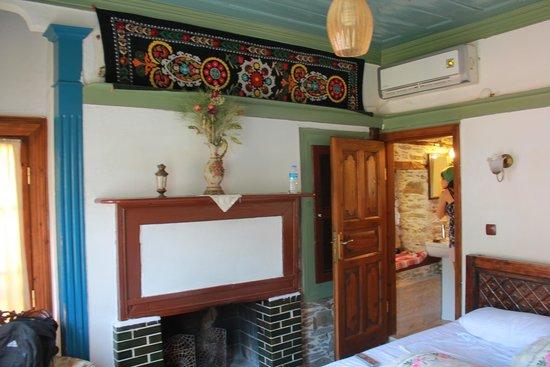 Kirkinca Hotel: otantik zeytin odası