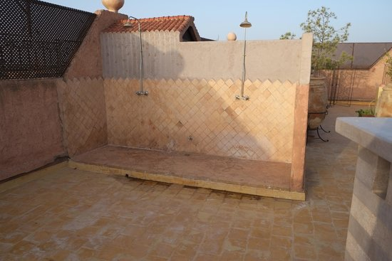 Kasbah Le Mirage: Roof top showers
