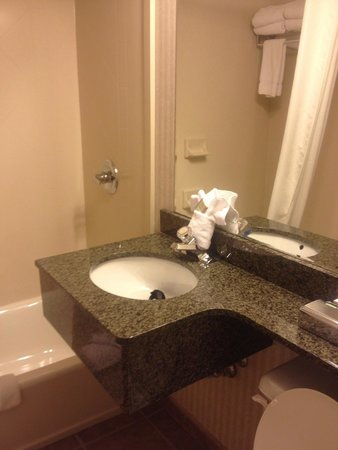 Super 8 Lake George/Downtown : Clean bathrooom