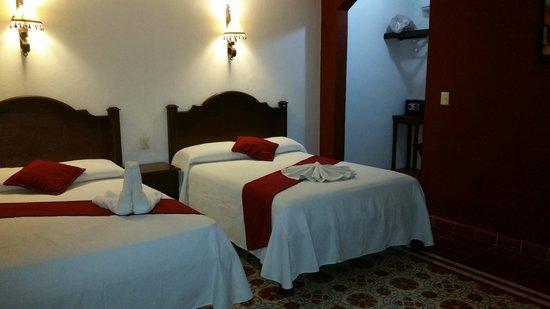 hotel colonial la aurora: La camera