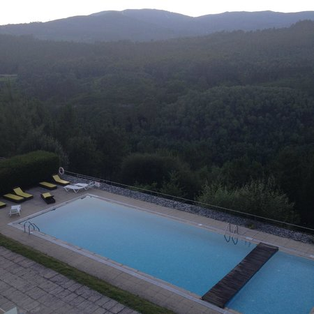 Monte Prado Hotel & Spa: A piscina com Espanha do outro lado do Rio Minho