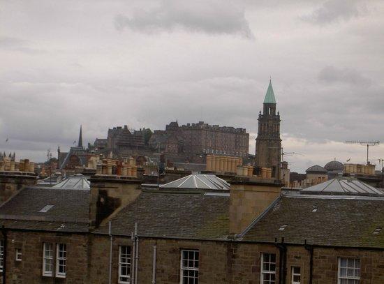 Edinburgh Thistle Hotel: Room 30 castle view