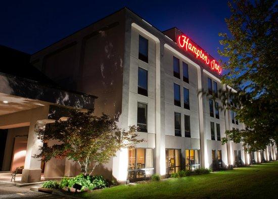Hampton Inn Ridgefield Park: Hotel Exterior