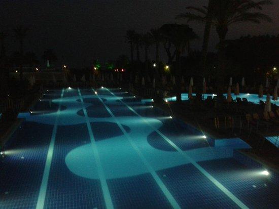 Limak Atlantis Deluxe Hotel & Resort: Pool in the evening.