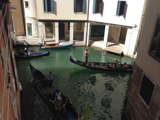 Al Teatro Bed & Breakfast: View from balcony towards restored La Fenice